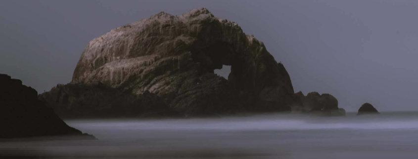 Herz im Fels am Meer